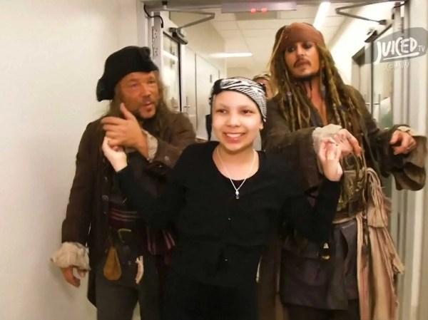 Johnny Depp Surprises Kids In Hospital - Business Insider