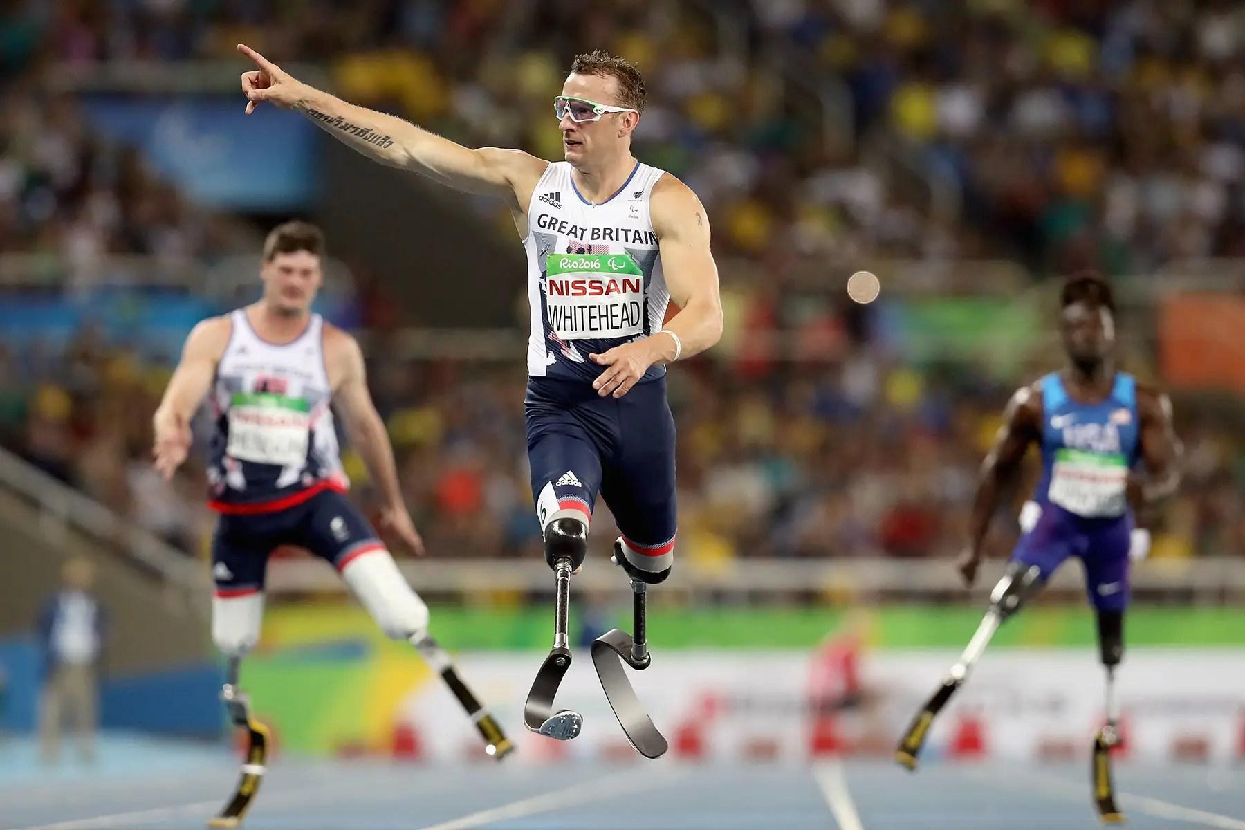 Ganó su segunda recta medalla de oro en los 200 metros.