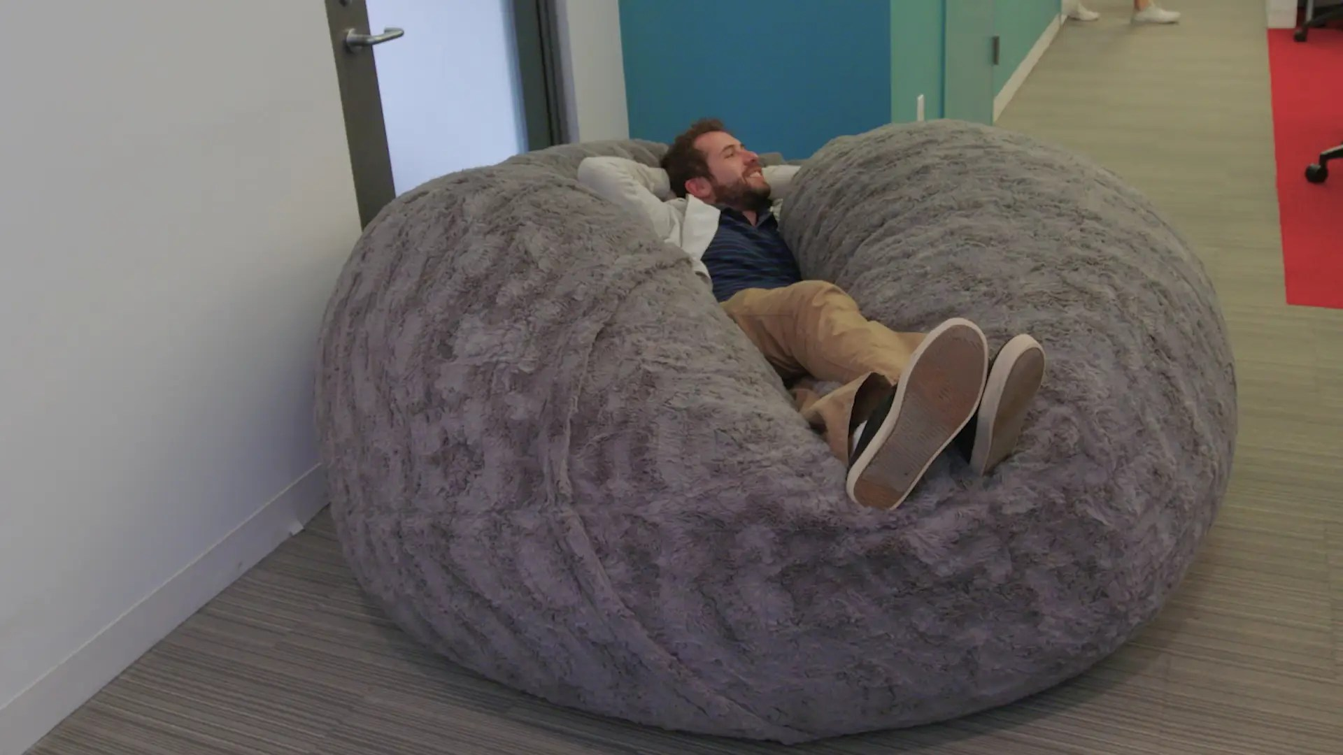 Love Sac Bean Bag Chair Internet Is Losing Its Mind Over Lovesac Pillow Chair