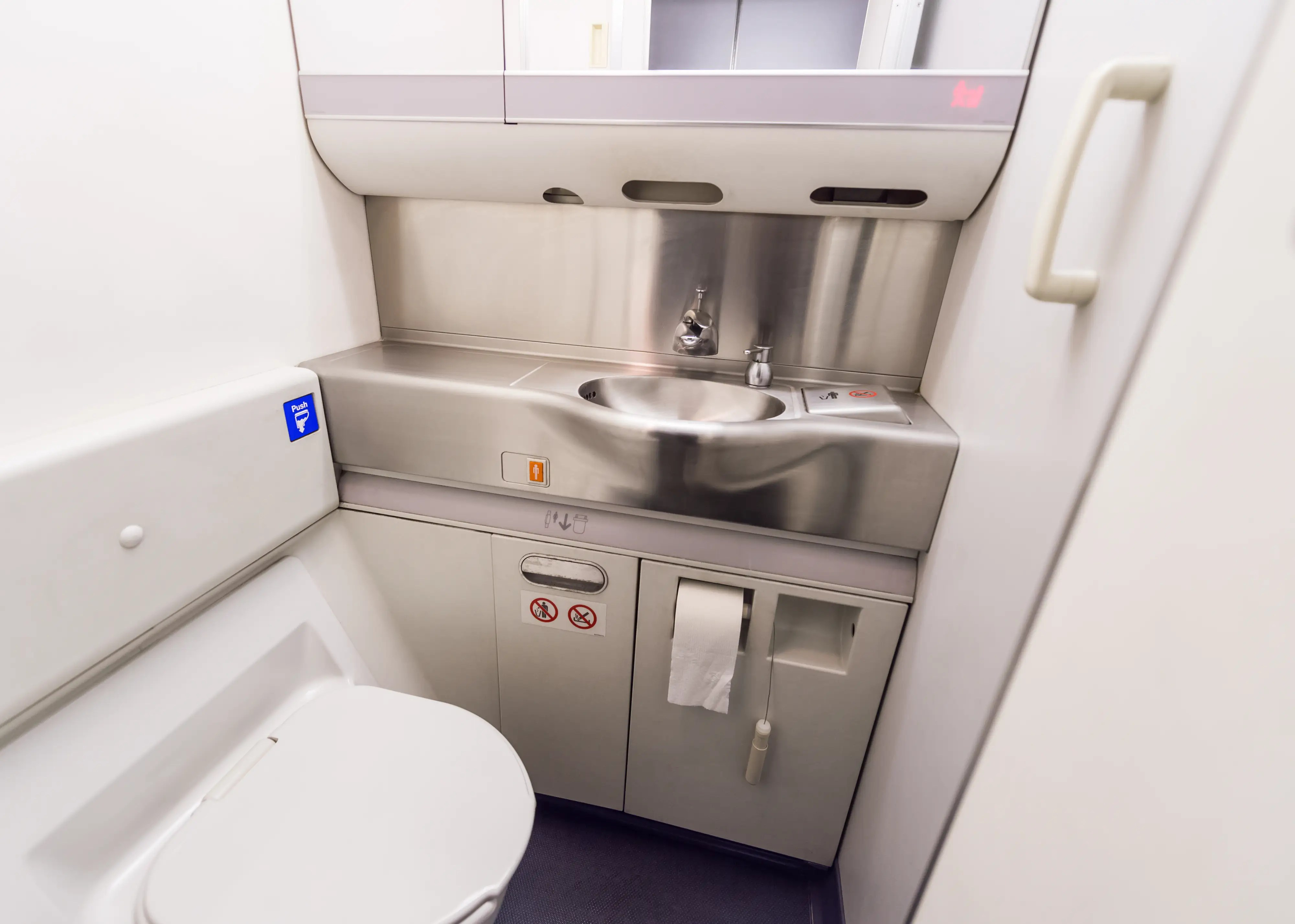 The best time to use an airplane bathroom  Business Insider