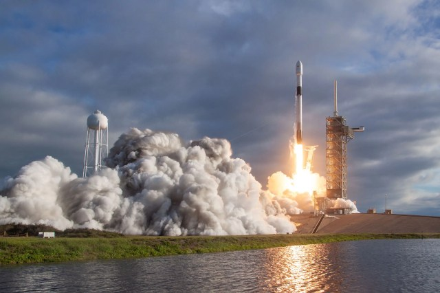 spacex falcon 9 block 5 rocket launch es hail 2 november 15 2018 32040174368_1cb3d93808_o