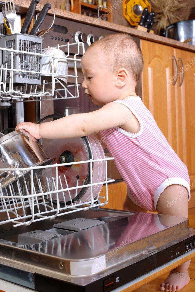 kitchen aid bowls mechanical scale 婴儿时的厨房洗碗工 图库照片 c konstantin32 3171635