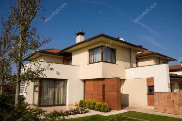 Fotos de Casas amarillas de stock imágenes de Casas amarillas sin royalties Depositphotos