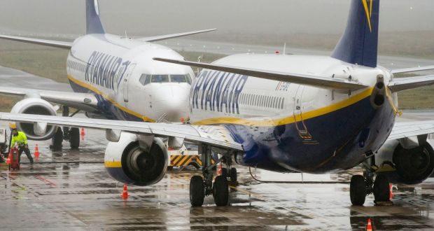 Avioane ale companiei Ryanair, la sol