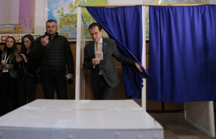"""Romanian Prime Minister expressed his vote at school in Dobroești, Ilfov County """"class ="""" wp-image-2796525 """"srcset ="""" https://static4.libertatea.ro/wp-content/uploads/2019/11/ludovic- orban-elections-presidential-2019-foto-vlad-chirea-2-1024x659.jpeg 1024w, https://static4.libertatea.ro/wp-content/uploads/2019/11/ludovic-orban-alegeri-presidential-2019 -poto-vlad-chirea-2-620x399.jpeg 620w, https://static4.libertatea.ro/wp-content/uploads/2019/11/ludovic-orban-alegeri-ppresidentiale-2019-poto-vlad-chirea- 2.jpeg 1600w """"sizes ="""" (max-width: 1024px) 100vw, 1024px"""