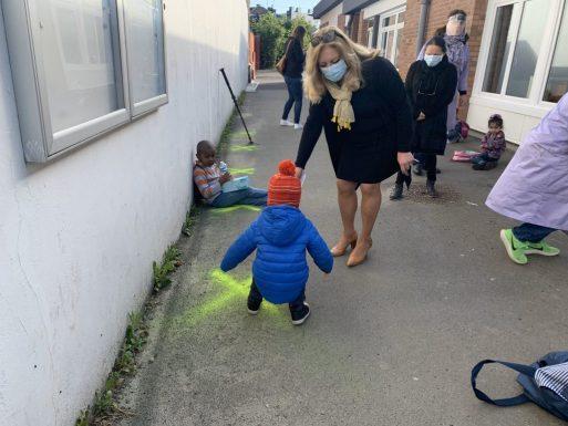 """Copiii sunt obligați să se joace fiecare în """"careul"""" lui. Cum arată școala în Franța după revenirea la cursuri 3"""
