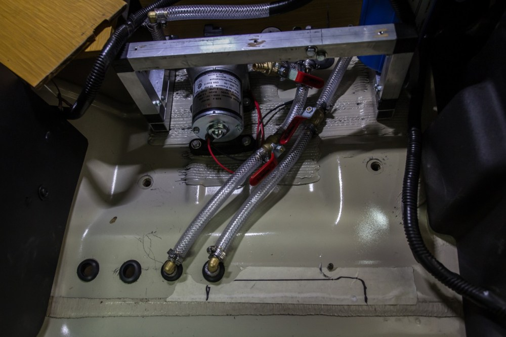 medium resolution of diy 4x4 water tank inside hoses pump 720x480