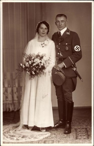 Foto Ansichtskarte  Postkarte SS oder SA Mann in Uniform