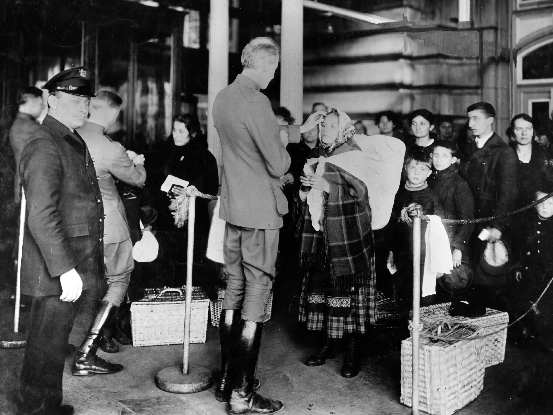 Ellis Island, immigrants, immigration