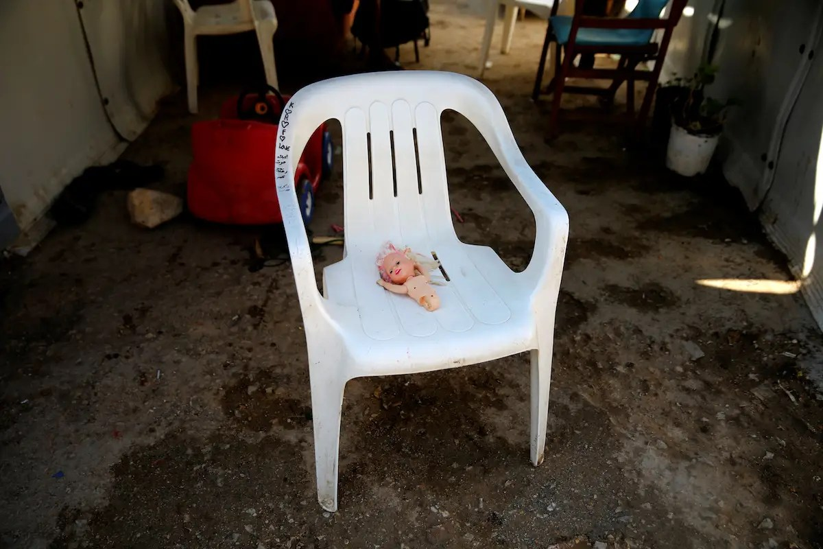 how to fix broken plastic chair leather reclining with ottoman child migrants sleep in overcrowded rat infested cells