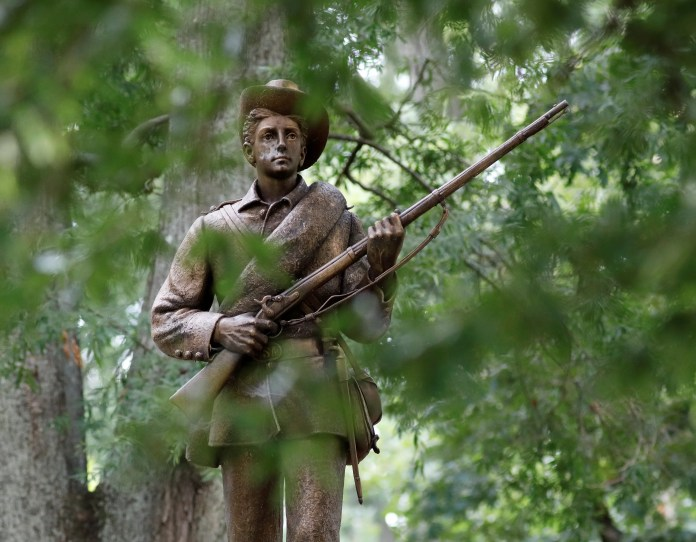 confederate statue US cities are debating on how to dispose their Confederate statues US cities are debating on how to dispose their Confederate statues 2017 08 17t224428z1lynxnped7g1vtrtroptp4usa protests statues