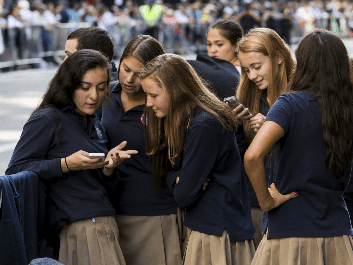 Teenagers preserve outsmarting Apple's options for limiting display time, and fogeys are beginning to get annoyed (AAPL)