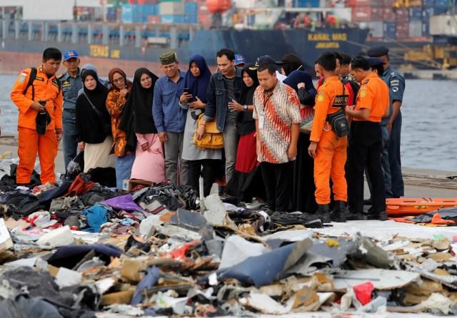 Lion Air flight relatives debris
