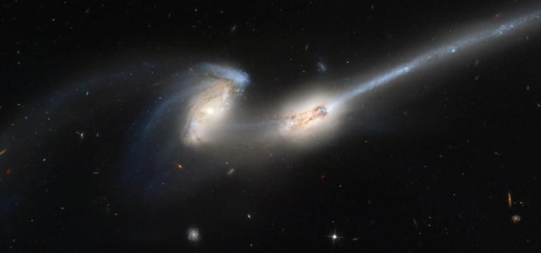 galaxies collide collision tidal tail galaxy mice