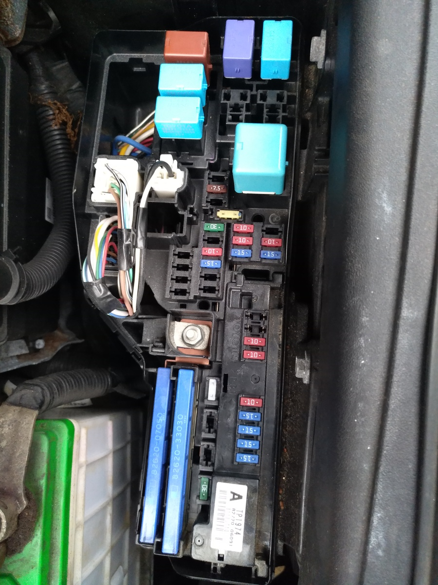 hight resolution of 2011 toyota prius fuse box