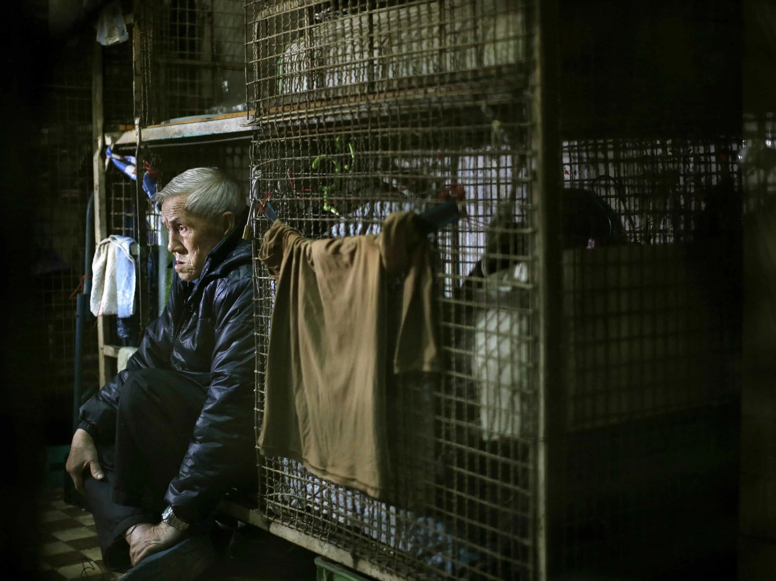 hong kong rich live in mansions and poor cages business