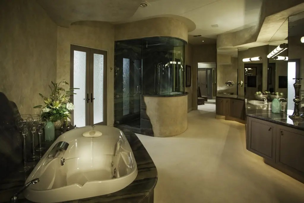 The master bath is pretty huge, though it's only one of 14 bathrooms in the house.
