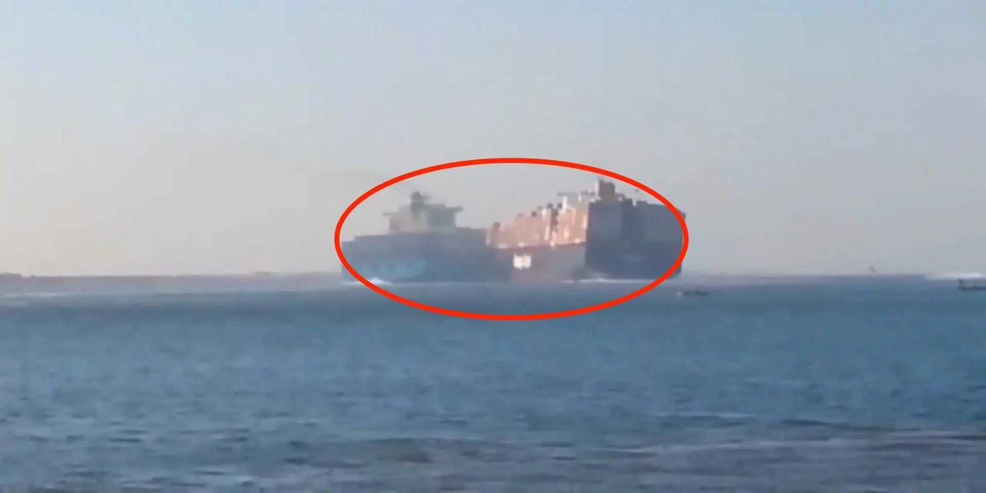 Container Ships Collide In Suez Canal Business Insider