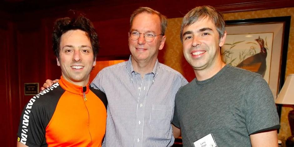"""Page corrió a Google como CEO hasta 2001, cuando Eric Schmidt fue llevado a liderar la compañía como su """"supervisión de adultos"""".  Tanto Brin como Page estaban desconfiados de todos los candidatos a CEO, pero cuando supieron que Schmidt era originalmente un programador y un """"quemador"""" también, sentían que al menos sería un """"ajuste cultural"""" en la compañía."""