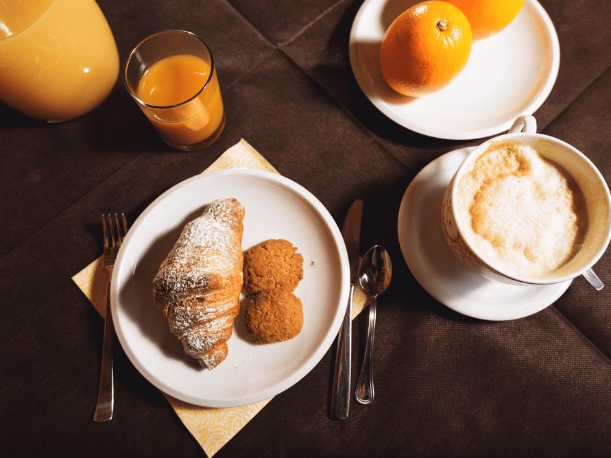 shutterstock_530521105 breakfast juice muffin pastry coffee