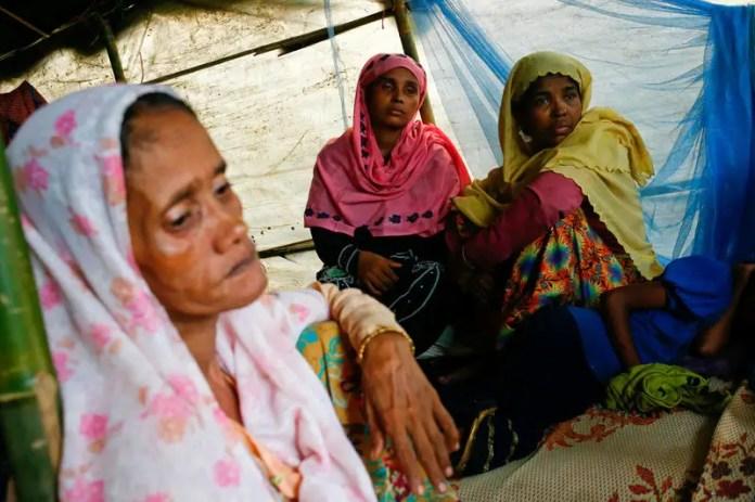 Bula Katum (R), 35, a Rohingya refugee woman sits in a makeshift shelter at Kutupalang Makeshift Camp in Cox's Bazar, Bangladesh, September 4, 2017. REUTERS/Mohammad Ponir Hossain