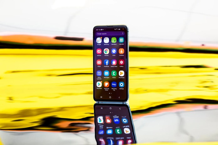 How to block emails on a Samsung Galaxy S10, or send unwanted emails directly to spam