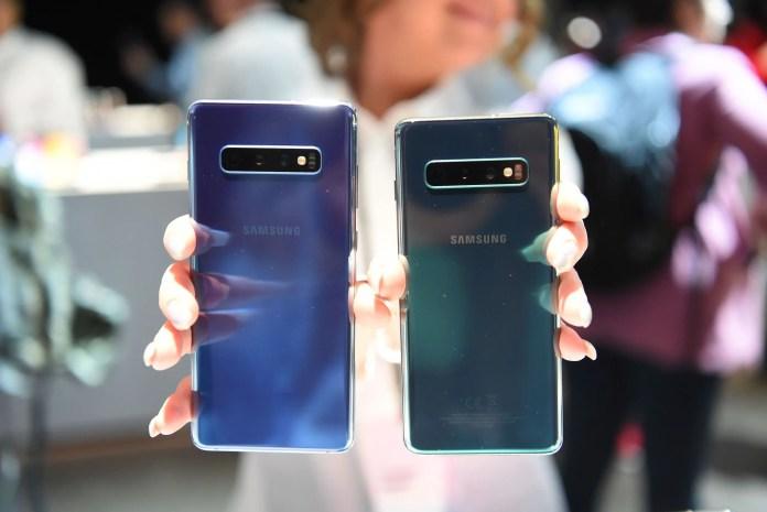 Galaxy S10 side by side
