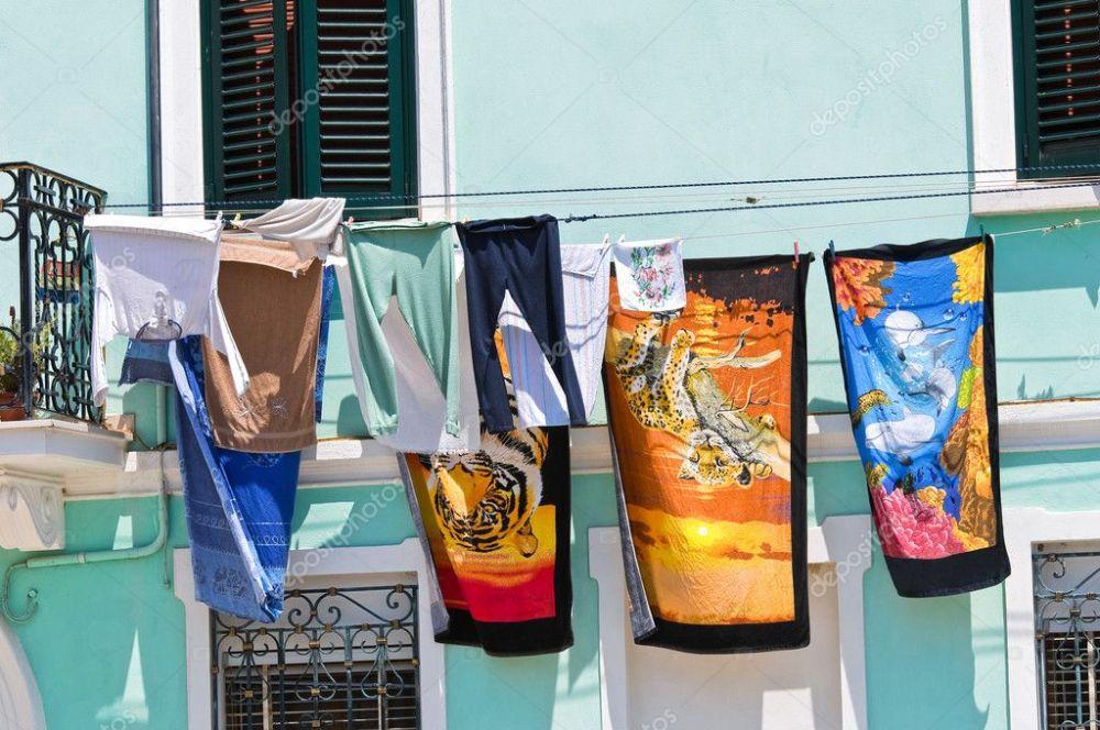 Image result for ropa secandose al aire libre en un balcon