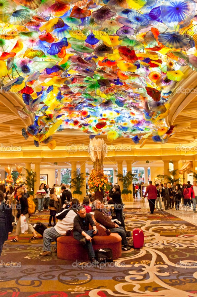 Las Vegas November 20 2017 Bellagio Lobby With Chandelier Called Fiori Di Como Is Comprised Of 2 000 Hand N Glass Blossoms By Sculptor Dale Chihuly