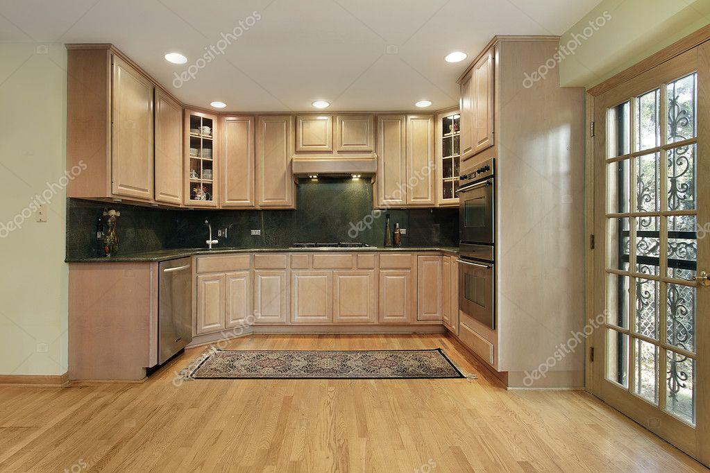 oak kitchen islands funny gadgets 橡木橱柜的厨房 图库照片 c lmphot 8669486