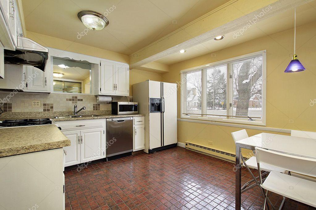 tile floors in kitchen turquoise chairs 红色瓷砖地板的厨房 图库照片 c lmphot 8669679 在郊区住宅与红色瓷砖地板厨房 照片作者lmphot