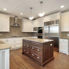 Kitchen Center Islands New Appliances 中心岛的厨房 图库照片 C Lmphot 8694404