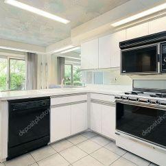 Kitchen Wood Cabinets Sink White 木柜厨房 图库照片 C Lmphot 8727538