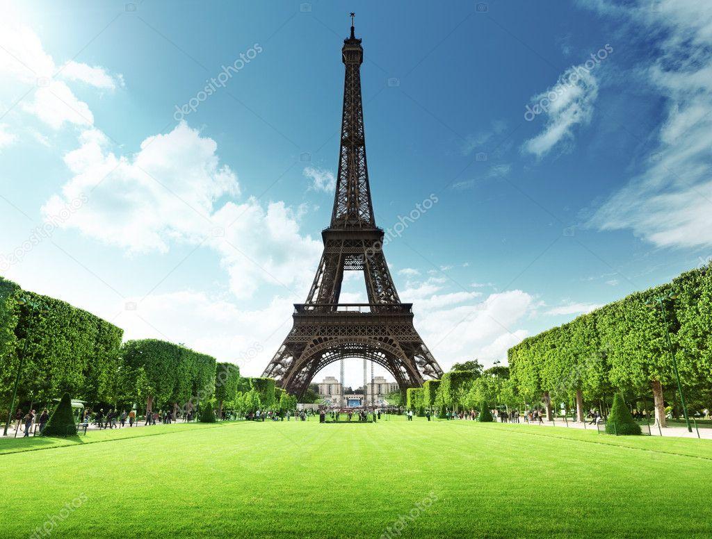 在法國巴黎的埃菲爾鐵塔 — 圖庫照片©Iakov#12161491
