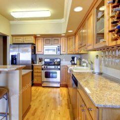 Gold Kitchen Door Knobs For Cabinets 木金厨房的豪华公寓 图库照片 C Iriana88w 11404543