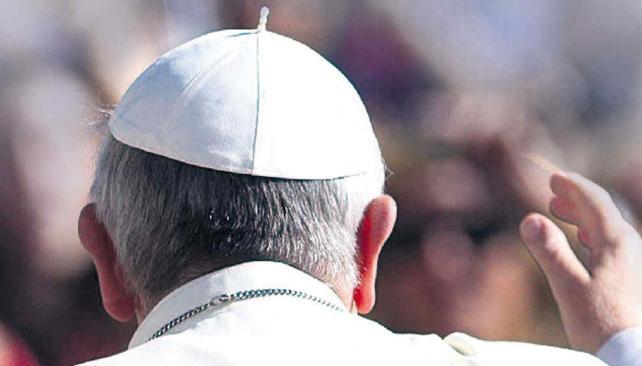 FRANCISCO. El papa que hace de cura (AP/Archivo).