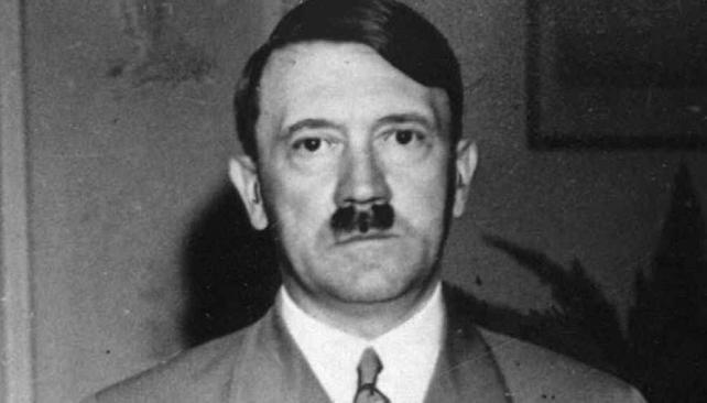 HITLER. En una imagen de 1938 en el hotel Dreesen, en Bad Godesberg, cerca de Bonn (AP/Archivo).