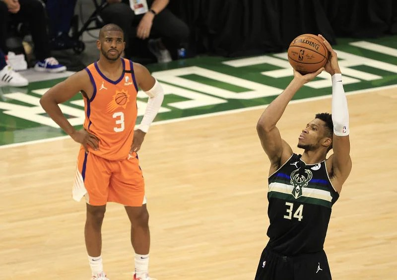 Giannis Antetokounmpo #34 shoots a free throw as Chris Paul #3 of the Phoenix Suns watches.