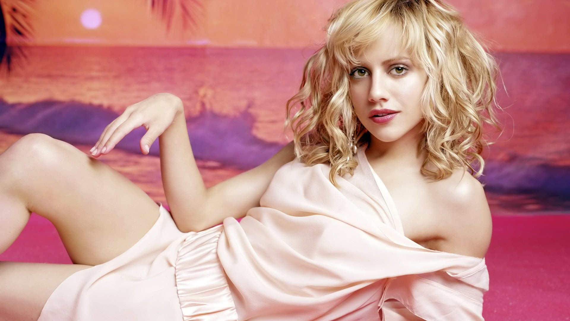 Rajput Girl Wallpaper Facebook Covers For Brittany Murphy Popopics Com