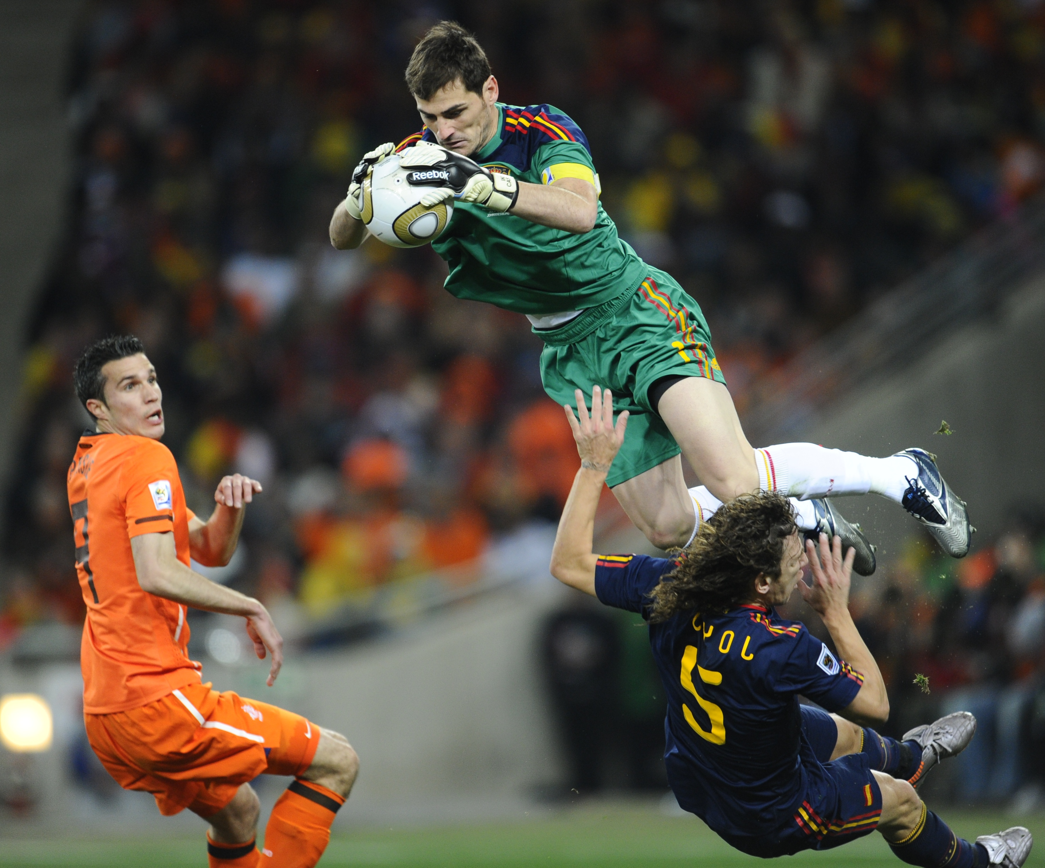 Dhoni Wallpaper With Quotes Iker Casillas Spanish Football Goalkeeper Popopics Com