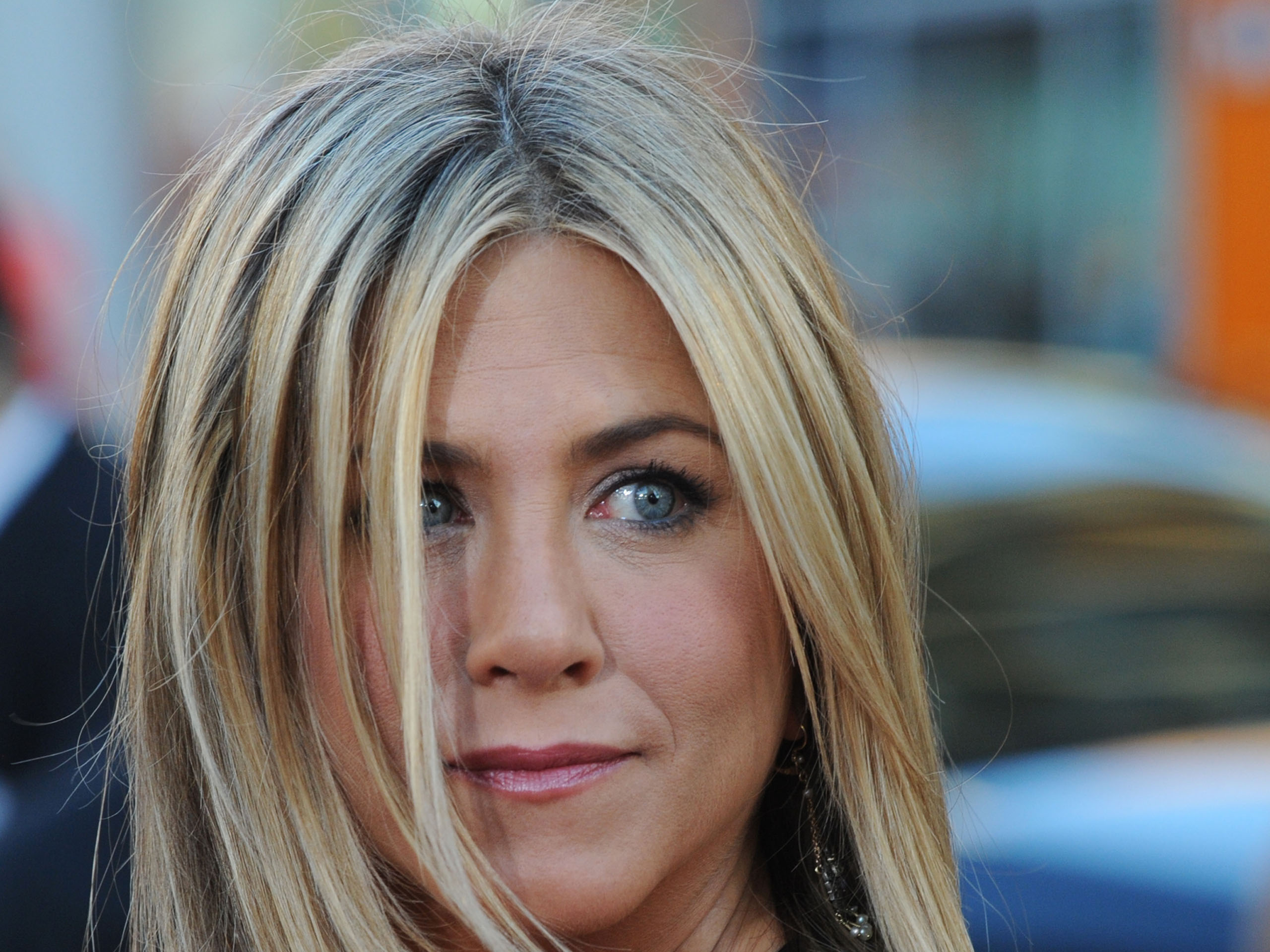Jennifer Aniston Cute Wallpapers Jennifer Aniston Hd Wallpapers Popopics Com