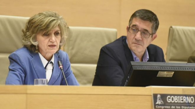 María Luisa Carcedo, ministra de Sanidad, en la Comisión de Sanidad