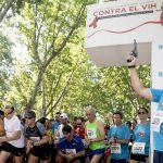 Enrique Ruiz Escudero, consejero de Sanidad de la Comunidad de Madrid, da el pistoletazo de salida de la XVII Carrera Contra el VIH.