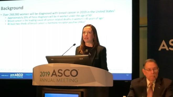 Sara A. Hurvitz, directora del Programa de Investigación Clínica en el Centro de Cáncer Jonsson UCLA, en los Ángeles