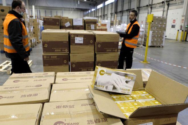 Operarios con equipos de protección (EPI) adquiridos por Castilla y León