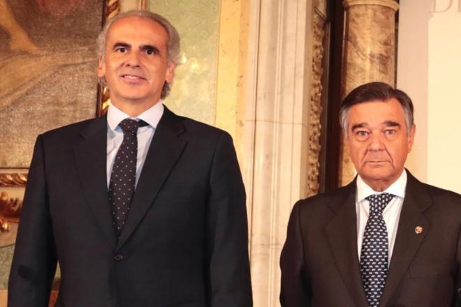 Enrique Ruiz Escudero, consejero de Sanidad de la Comunidad de Madrid, y Luis González, presidente del Colegio Oficial de Farmacéuticos de Madrid.