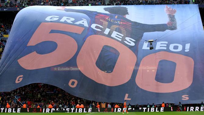 La pancarta de l'homenatge del Camp Nou a Leo Messi (Reuters)