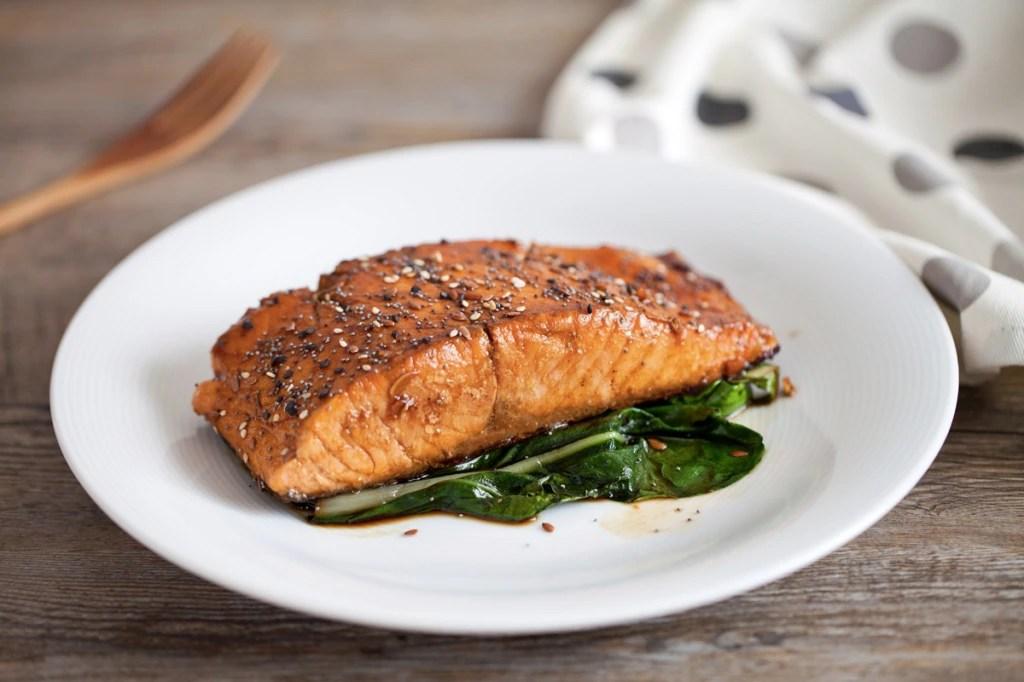 Ricetta Filetto di salmone marinato alla salsa di soia e