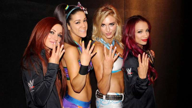 5 wwe women wrestlers