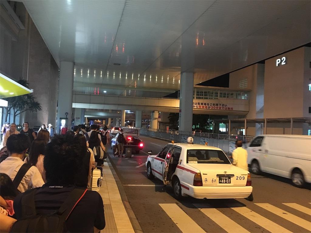 那覇空港のタクシー大行列